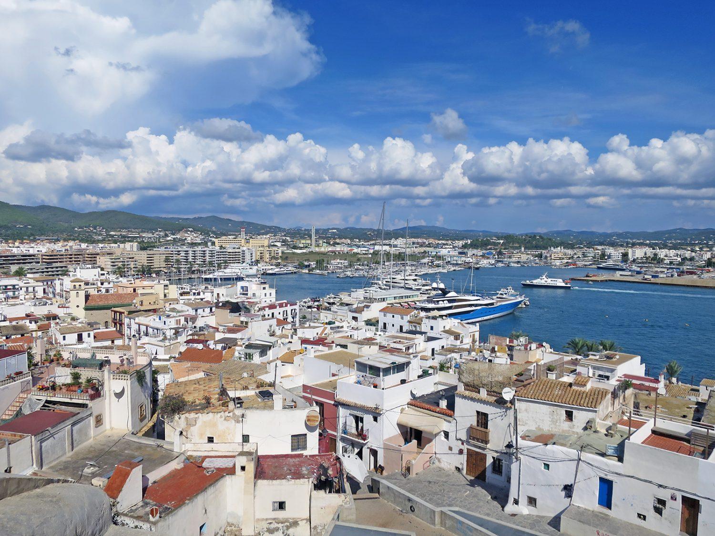 Partyhotels auf Ibiza: Clubben, feiern, tanzen, übernachten